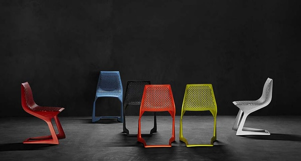 26 Design Stacking Chairs – Vurni